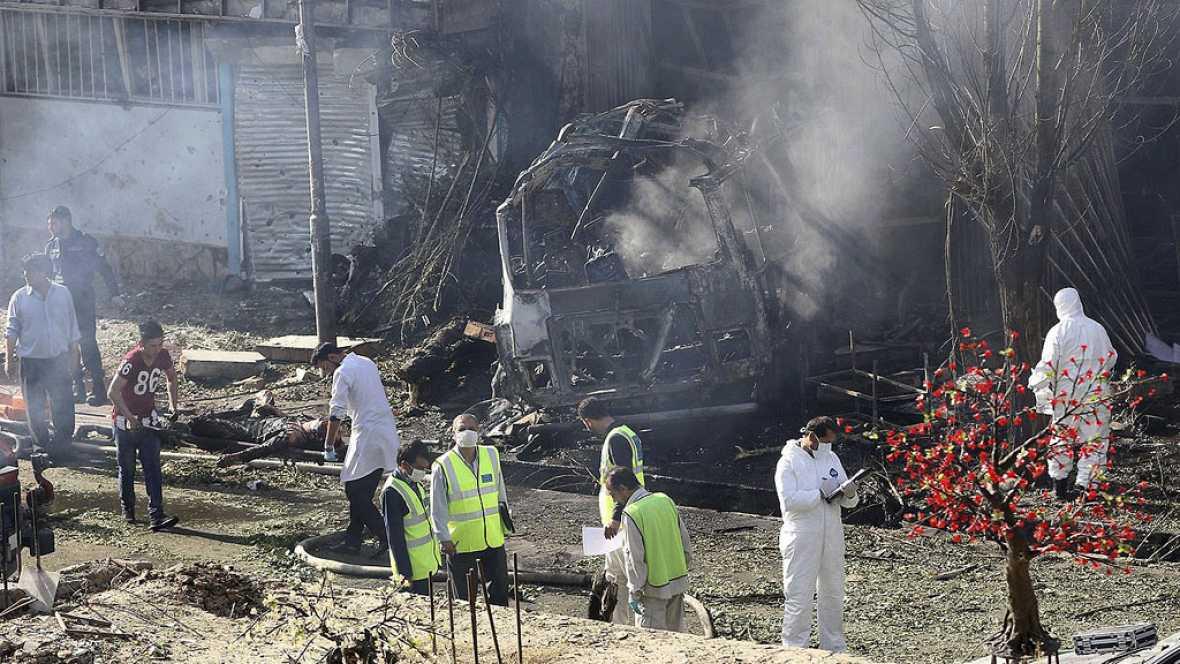 Resultado de imagen para talibanes atentado a escuela en kabul