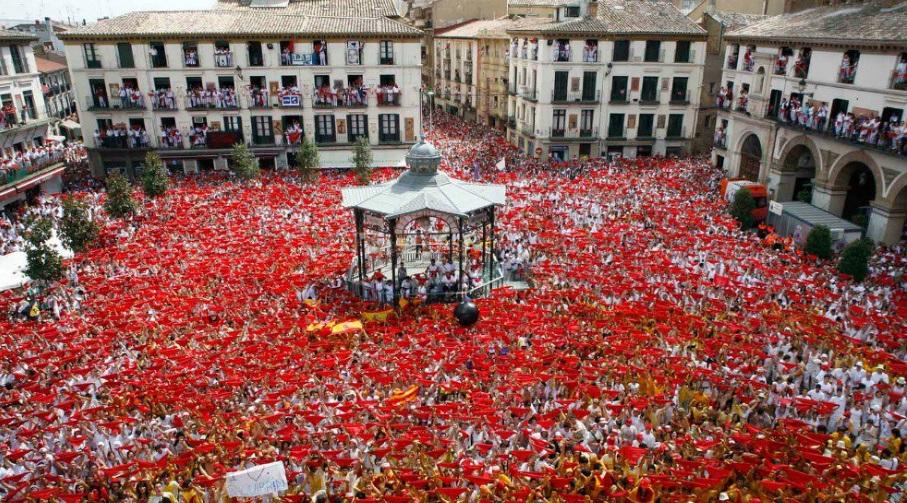 El chupinazo de la atleta, Estela Navascués, marca las Fiestas de Santa Ana de Tudela