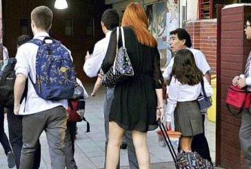 Las familias gastarán 1.212 euros por hijo en el próximo curso, según la OCU