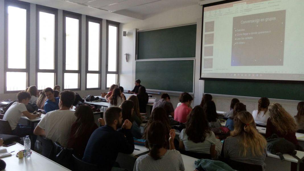 La profesora Carmen Carracelas-Juncal en la clase de formación.