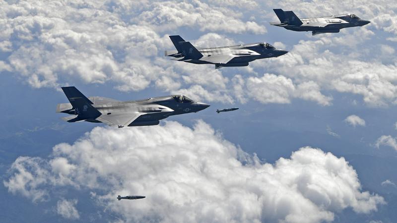 Cazas y bombarderos de EEUU simulan un ataque cerca de Corea del Norte