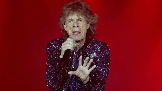El cantante y líder de la banda de rock The Rollings Stones, Mick Jagger, durante su actuación esta noche en el Estadi Olímpic de Montjuic. EFE El cantante y líder de la banda de rock The Rollings Stones, Mick Jagger, durante su actuación esta noche en el Estadio Olímpico de Montjuic. EFE