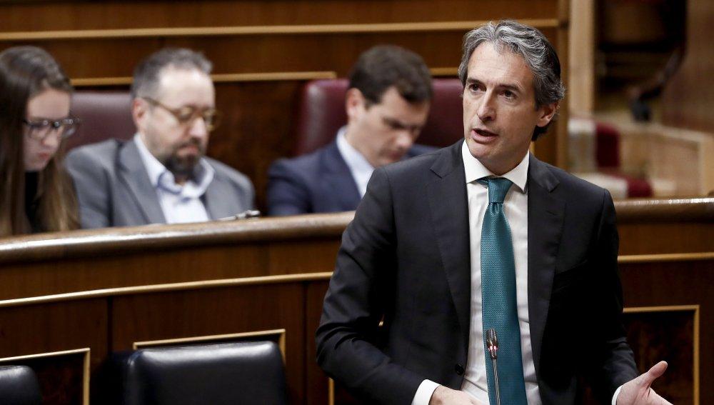 De la Serna acusa a Podemos de rechazar el AVE en Navarra pero exigirlo en Murcia