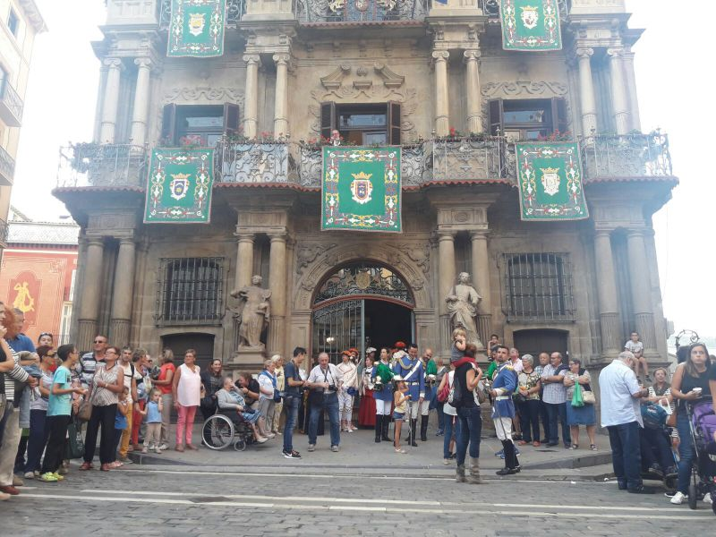 Mercado medieval, conciertos musicales, visitas guiadas y desfile institucional por los antiguos burgos, actos para celebrar el 595º aniversario del Privilegio de la Unión