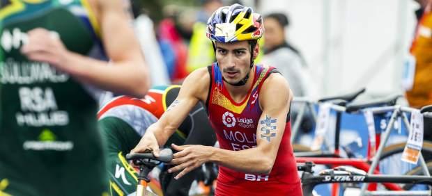 Mario Mola revalidó su título Mundial de triatlón; Gómez Noya, plata