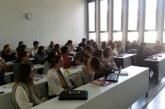 AUMON: Estudiantes de la Universidad de Navarra da clases de español a refugiados