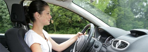 Irache alerta de las dificultades de los jóvenes para encontrar un seguro para el coche