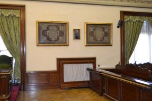 Retrato oficial del Rey en el centro. Salón de Plenos del Ayuntamiento de Pamplona