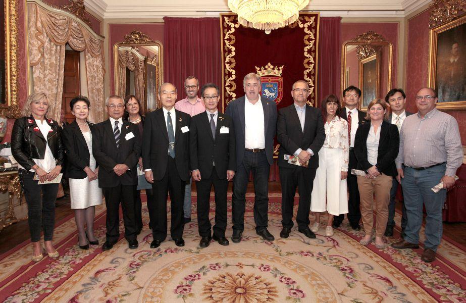 El Ayuntamiento de Pamplona recibe a una delegación de la ciudad hermana de Yamaguchi