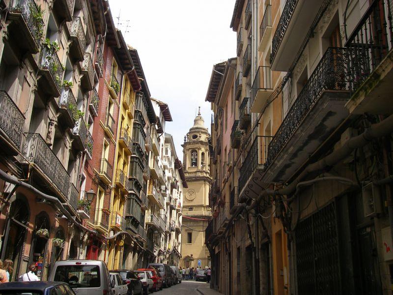 El Ayuntamiento de Pamplona inspeccionará el cumplimiento de normativa de 222 bares del Casco Viejo
