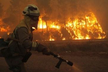 Siete fuegos siguen en Galicia con riesgo real para la población
