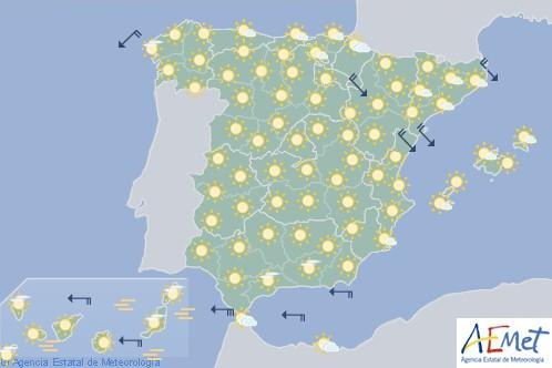Hoy en España poco nuboso o despejado con posibles lloviznas en Pirineos y alto Ebro