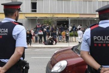 Juicio proceso. Reproches de Policía a Mozos: Pasividad, obstrucción y seguimientos el 1-O
