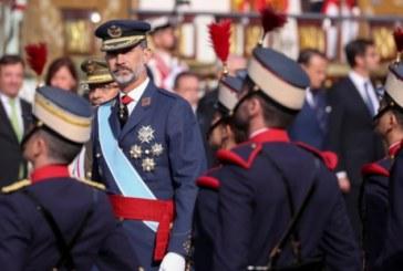 Los reyes presiden el desfile del 12 de octubre con «vivas a España» en medio de la crisis catalana