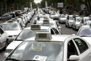 España amanecerá sin taxis en protesta contra los VTC que operan Uber o Cabify