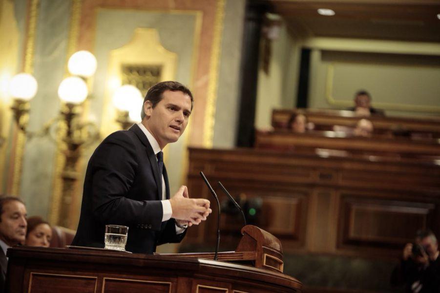 Rivera acusa a Sánchez de suprimir derechos para contentar a los separatistas