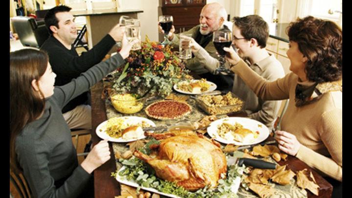 Muchas familias de EE.UU. retiran la política del menú de Acción de Gracias
