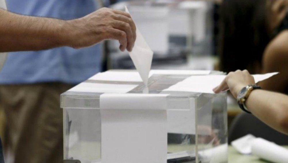 El PSOE sería primera fuerza si se celebraran elecciones, según una encuesta