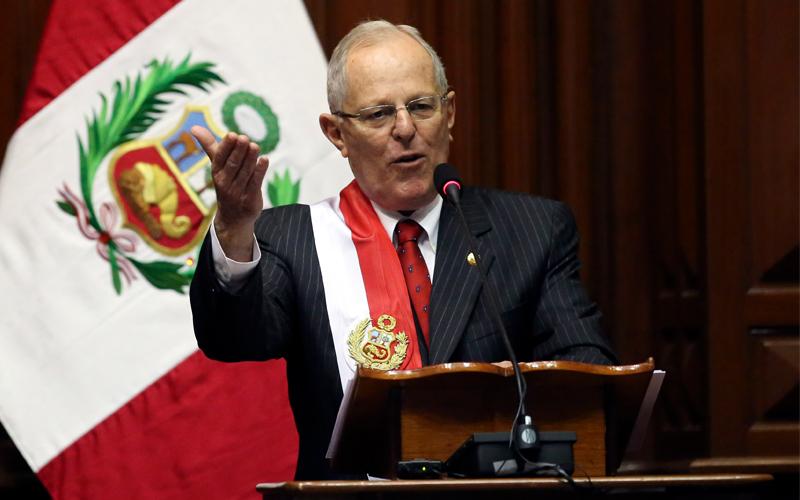Kuczynski renuncia a la Presidencia de Perú tras las acusaciones de compra de votos