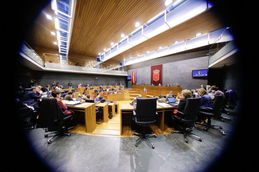 El Parlamento de Navarra pide un referéndum sobre Monarquía o República