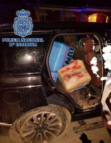La Policía Nacional se incauta de una tonelada de hachís en Los Barrios (Cádiz) oculta en dos vehículos todoterreno