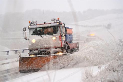 Circulación complicada en la red de carreteras de Navarra por el temporal de nieve