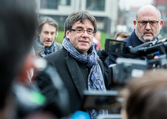 Fiscales españoles dan argumentos a los alemanes para acusar por rebelión