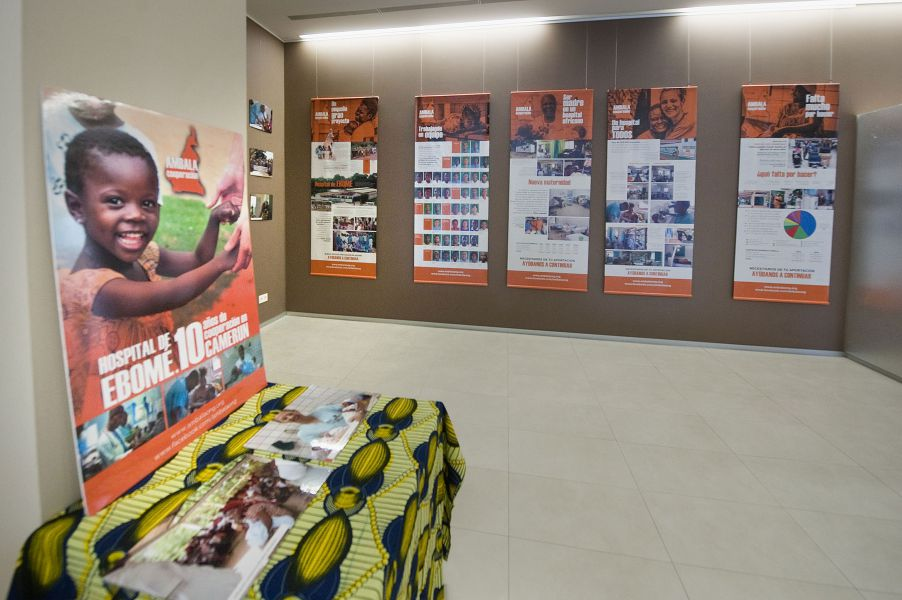 El CHN acoge una exposición sobre la actividad de la ONG Ambala en el Hospital de Ebomé en Camerún