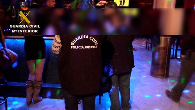 La Guardia Civil libera a dos menores captadas para la prostitución en un club de Toledo