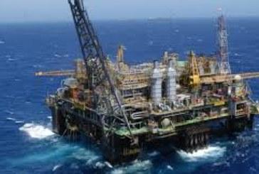 El petróleo Brent llega a los 80 dólares y dispara la gasolina a máximos de 2015