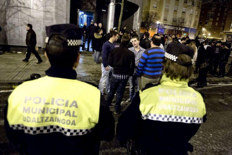 Detenido por abalanzarse sobre un policía municipal y causarle lesiones