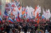 Miles de personas marchan en Moscú en el aniversario del asesinato de Nemtsov