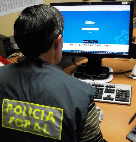 La Policía Foral recoge denuncias por una estafa mediante Whatsapp hackeado
