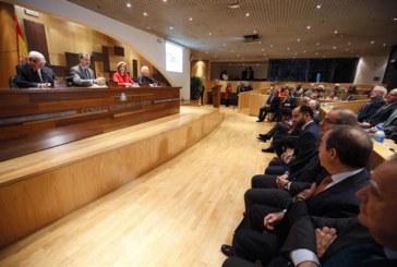"""El Rey dice que España es """"un país mejor y más próspero"""" gracias al consenso"""