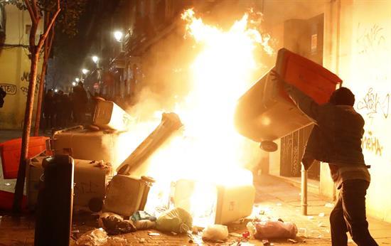 Seis detenidos y 10 policías heridos en la protesta por muerte de un mantero