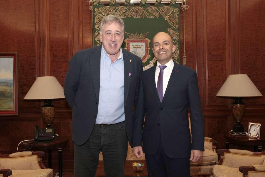 Recibida la embajada de Israel en el Ayuntamiento de Pamplona