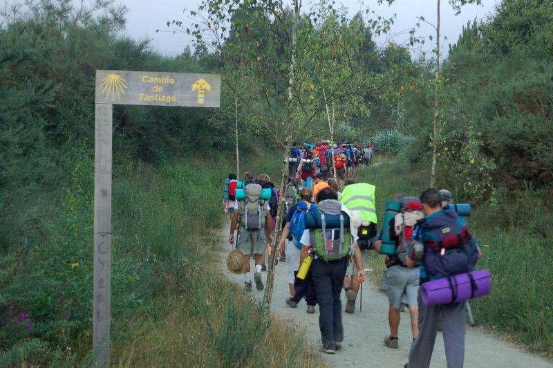 """Alertan de """"turistificación"""" del Camino, por masificación y pérdida valores"""