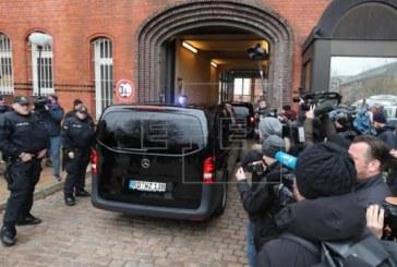 Puigdemont seguirá en prisión en Alemania mientras se tramita su entrega a España y JxCat promueve su investidura