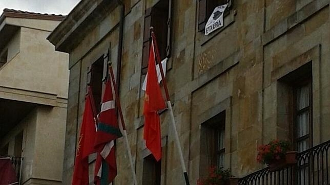 Estiman el recurso del Estado contra la ikurriña en Echarri Aranaz