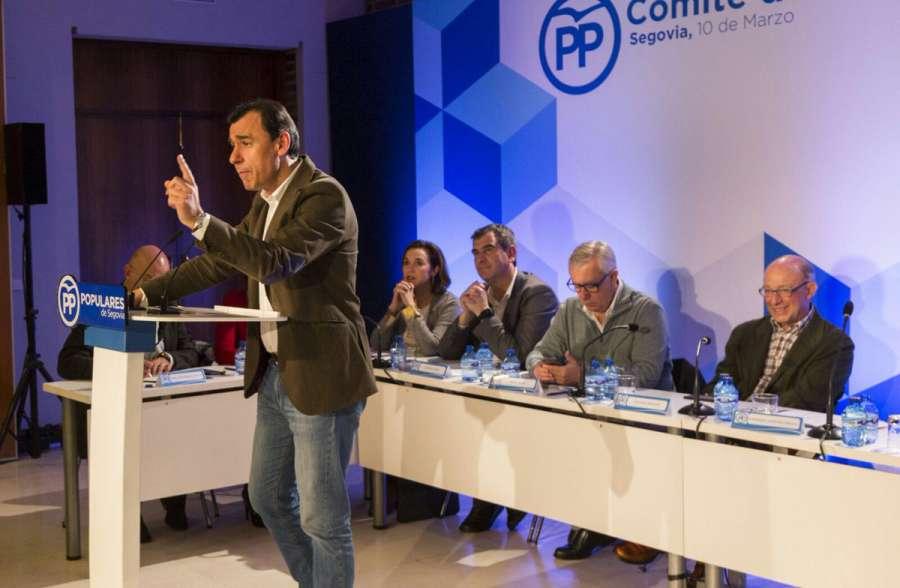 Maíllo pide apoyo a partidos para aprobar los PGE en 2018 y dar estabilidad