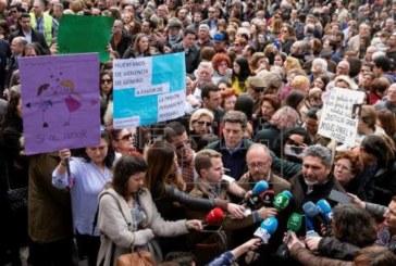 Miles de personas claman en Huelva por la prisión permanente en apoyo a las víctimas