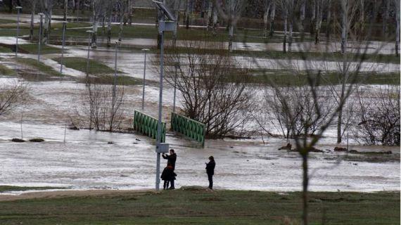 Pamplona mantiene el nivel de alerta ante la situación de los ríos Arga, Sadar y Elorz y las restricciones en la Magdalena, Vuelta de Aranzadi o parque del Runa