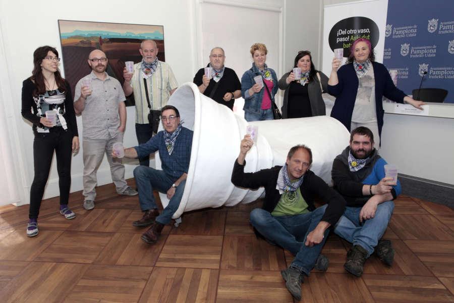 Ayuntamiento de Pamplona y las Comisiones de Fiestas de los barrios firmarán un convenio para extender el vaso reutilizable a las fiestas de toda la ciudad
