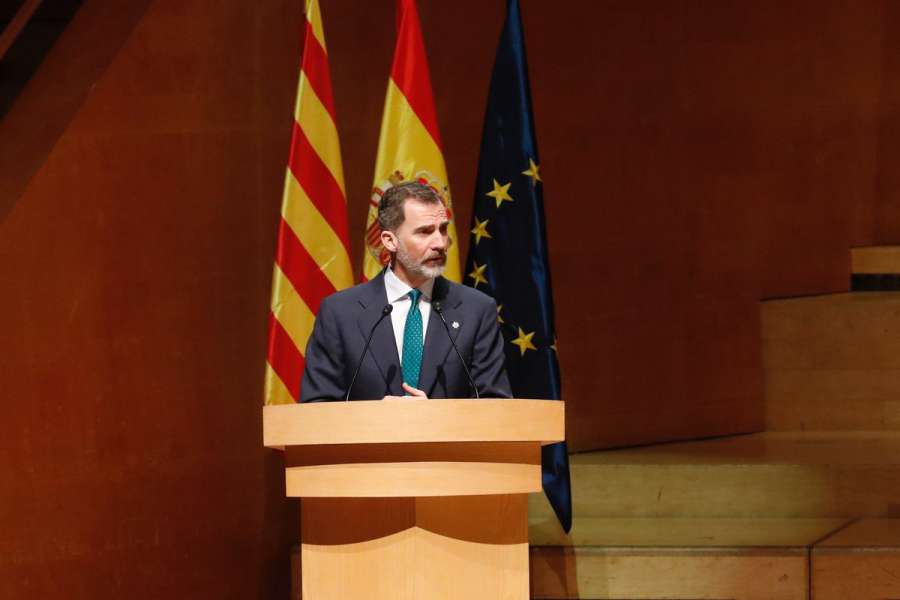 El Parlamento catalán aprueba una resolución contra el Rey con el apoyo de Podemos