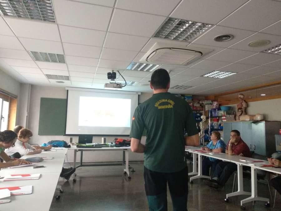 La Guardia Civil ha impartido una formación sobre aludes a la Cruz Roja de Navarra