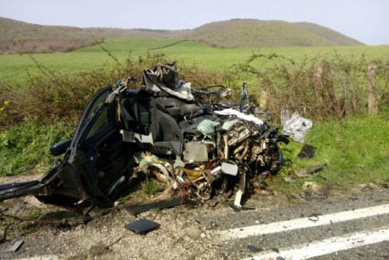 Dos fallecidos y siete heridos, uno de ellos grave, en la colisión de un turismo y un autobús en Lanz