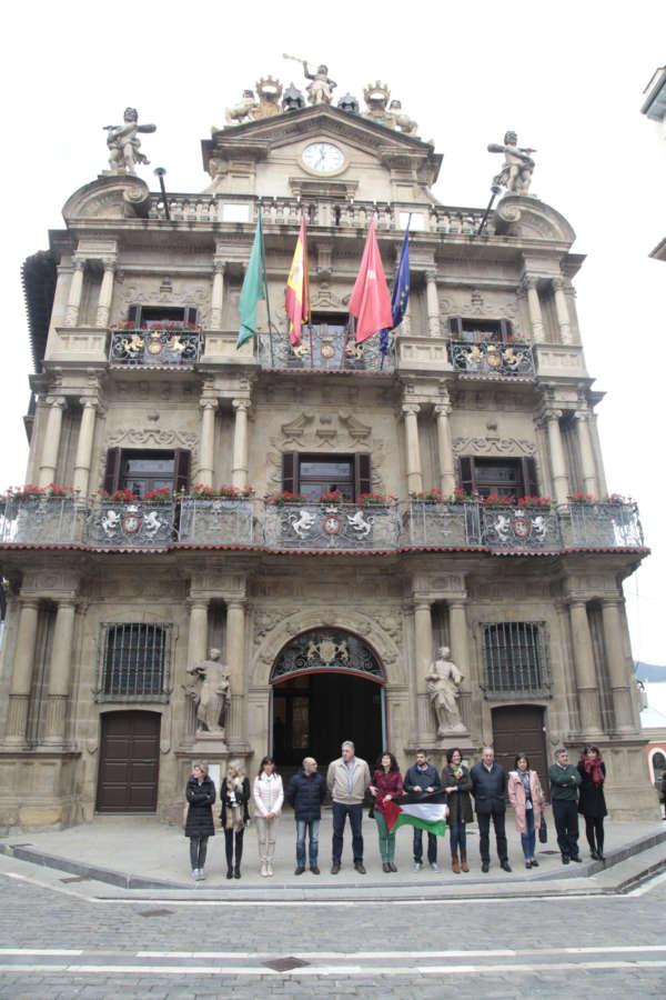 El ayuntamiento de Pamplona rechaza y/o condena lo sucedido ayer en el Estado de Israel