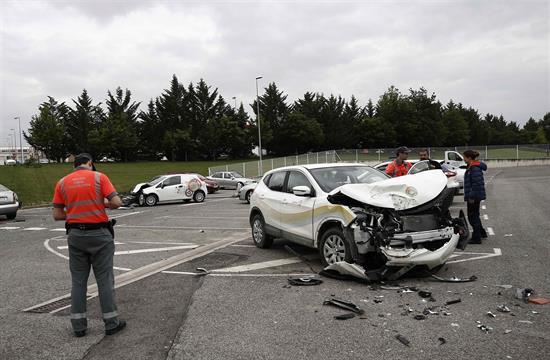 Un camión sin frenos arrolla ocho vehículos en Mutilva