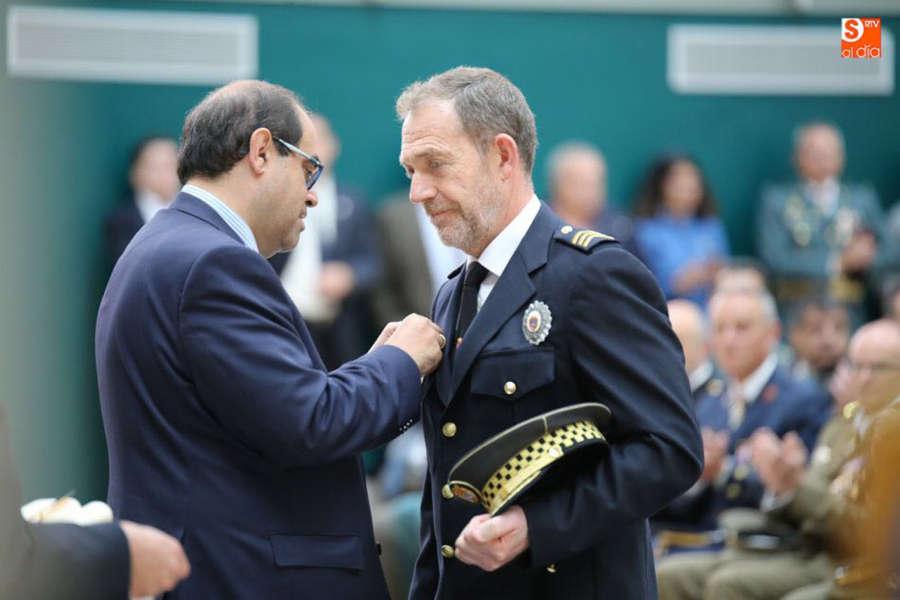 Munárriz, jefe de la Policía Municipal, distinguido por el Ayuntamiento de Salamanca