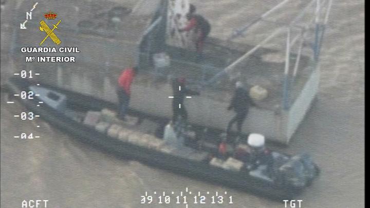 La Guardia Civil detiene a 3 magrebíes e incauta 6 toneladas hachís en el río Guadalquivir